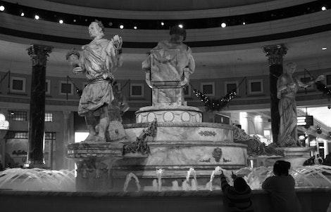 Forum Shops Statue